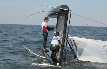 Зрелищно, акробатично, молодёжно, купание в адреналине: оверкиль Nacra 17 через борт